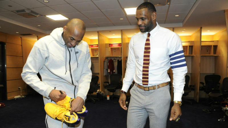 kobe-signs-sneakers-for-lebron-james_o4qrmz